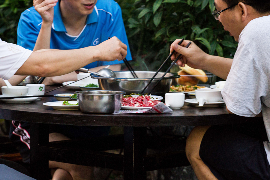 people eating in Nanshan